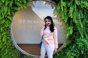 """""""How was your Friday going so far? 😎 """" . This sunglass pose taken from my last weekend in @mercurebandungcitycentre . . . . Let's catch Up on my New Blog Post to see the whole staycation experiences 💕💕. . . . www.budiartiannisa.com . . . Untuk yucuub klik link di bio ❤️❤️❤️ . . @indonesiahotelreview  #mercurebandungcitycentre #mercurebandung #skyviewpoolandbar #bandungskyviewpoolandbar #BandungBanget #jktgo #bandunggo #clozetteid"""