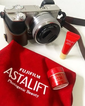 Is There Any Relations between SkinCare and Camera???.Astalift and Fujifilm Camera take your skincare to the next level🤩🤩. It's Up on My Blog ❤️💖.(Link on my bio)@astalift_indonesia ...#astalift #photogenicbeauty #glowingskin #flawlessskin #flatlaystyle #photogram #skincareluxury #beautymusthaves #clozetteid #clozetteidreview