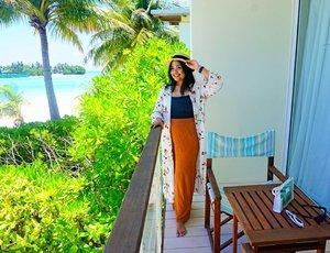 "Dear Maldives You know I miss you so much.  Today  I'm gonna sailing. Hope the wind, sea and sky can fulfill my desire of missing You 💛 . . Sebelumnya ngga tau kalau di Maldives itu negara mayoritas muslim. Bahkan punya pantai yang khusus untuk pakai baju renang. Jadi ngga di semua pantainya bisa pakai one piece atau bikini. Kagum sama sunsetnya yang super cantik banget. Dan di setiap sunsetnya ada adzan💛. Sampai kalian tanya ""Kok ada adzan?"" ""itu di ig stories adzan ya?"" yess it is. Di Maldives ini juga impian aku ke pulau pasir kosong (SandBank) kesampean. Pulau pasir yang suka liat di lukisan"" itu..ada beneran ternyata🤔. Sebagian ceritany udah aku publish di blog.Saking nyata indahnya,jujur bigung mau ungkapin di tulisan. Sungguh karya Allah itu maha indah adanya. ""Maka nikmat Tuhanmu yang manakah yang kau dustakan"". . . September 2018 📷 @eka_vaganza 💛 #traveldiaryekannisa #ceritaperjalananicha #maldivesislands #maldivesresorts #maldivesinsider #wowplacestogo #kandoomamaldives #beautifuldestinations #clozetteid"