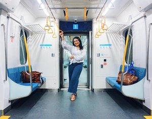 Selamat Pagi Jakarta 💛.Sering jalan-jalan ke negara orang naik MRT. Sambil berkhayal kepengen juga bisa sekolah, kerja, jalan-jalan pakai MRT. Sekarang di 2019 ini sudah ngga halu lagi berkhayal. Bener-bener Jakarta tercinta ini sudah punya MRT. Jujur kaget banget beyond expectations bisa punya transportasi @mrtjkt beserta stationnya sebagus ini. Jadi sekarang Jakartanya sudah berbenah dan mempercantik diri. Kita sebagai warganya bagaimana nihh? Yuuk kita juga berbenah diri. Budayakan jaga kebersihannya, biasakan diri sabar untuk antri, jangan buang sampah apalagi meludah sembarangan (paling sebel😭). Mulai dari diri sendiri, karena kalau bukan kita yang mulai.....siapa lagi? ..Don't expect to see a change if you don't make ONE💚. ...#MRTJakarta #JKTinfo #UbahJakarta #UbahJakartaChallenge #DKIJakarta #Ceritaperjalananicha #ichamaucerita #clozetteid #travelingthroughtheworld #jktspot #potd #jktgo #ootdindo #clozetteid