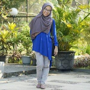 Diagonal shape will make you look slim, isn't it ? :)) #yustiraka #ClozetteID #tourdejava2016 #museumsangiran #hijabstyle #hijaboutfit #ootd #hijabers #hijabfashion #nursingwear #dmasempo
