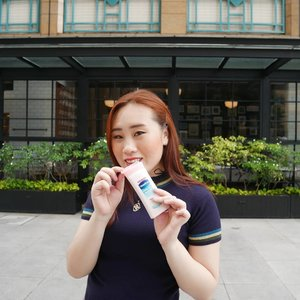 YAY! Finally trying the latest series of Vaseline Healthy White : Fresh and Fair. So far I like it because it doesn't feel sticky at all.  Rate :⭐⭐⭐⭐⭐ #VaselineXClozetteIDReview #TetapNyaman #ClozetteID #abcommunity #kbeauty