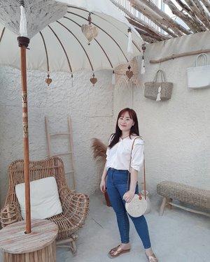 Hi holiday, where are you? #clozetteid #abcommunity #dailylook #instagram #explore #kbeauty #korea #beauty #daily #오오티디 #패션스타그램