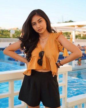 Cringe af🙂🥴........#clozetteid #holiday #vsco #summer #picoftheday #beauty #yellow #sun #sunset #pose #ootd #fashion #bali #baliguideline #thebalibible #goodvibes #hair #hairstyle #instagood #instamood #instafashion #model #instagram #pool