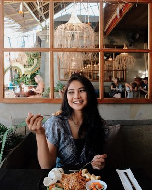 "One recommended resto to visit in Ubud. You should try their signature dish called ""Nasi Goreng Kecicang"". Sooooo tasty, ENAK BANGGEDD!!!😍♥️ 📸 : @dionluas_photoart . . . . . . . . . . #clozetteid #weekend #goodday #instagood #goodvibes #instamood #instagram #bali #food #vegan #girl #foodie #lunch #ubud #baliguide #hair #hairstyle #beauty #photography #photooftheday #healthyfood"