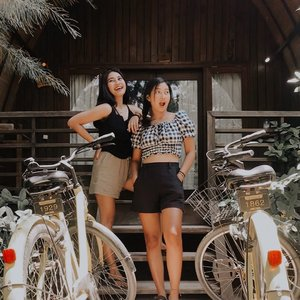 The double trouble, eh?🤨 . . . . . . . . . . #clozetteid #travel #sister #sisters #holiday #girls #vacation #bali #gili #summer #island #islandgirl #paradise #bike #cottage #instatravel #instamodels #instamood #instagood #picoftheday #photooftheday #vsco #like