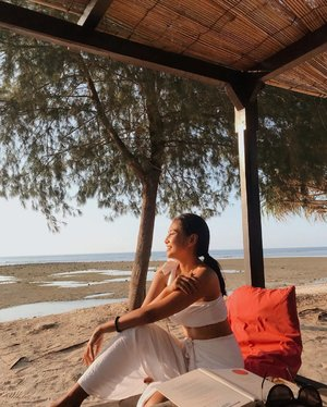 *tahan napas* #ifyouknowwhatImean 🙂..............#clozetteid #beach #sunset #holiday #vacation #sister #book #bali #gili #yoga #peace #travel #instamood #instagood #photography #photographer #photooftheday #picoftheday #white #ootd #summer