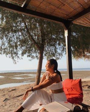 *tahan napas* #ifyouknowwhatImean 🙂..............#clozetteid #beach #sunset #holiday #vacation #sister #book #bali #gili #yoga #peace #travel #instamood #instagood #photography #photographer #photooftheday #picoftheday #white #ootd #summer