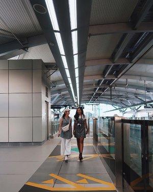Excited banget liat MRT yg finally udah jadi!! Manja khaaannn bisa foto di stasiun di Jakarta tapi ky di Jepun ceunah😆 haha. Nah MRT udah jadi, udah cuco, kece, canggih gini, yuk sama-sama kita rawat dan pergunakan dengan benar ya teman-temanku😘🍃🚉..........#clozetteid #mrt #mrtjakarta #tjinfluencerday #transjakarta #jakarta #train #station #vsco #vscocam #indonesia_photography #indovidgram #instagram #instagramers #instafamous #instafashion #fashion #beauty #youtube #beautiful #goldenhour #picoftheday #photography #photooftheday