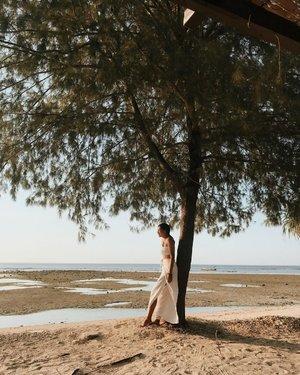 👸�💭...........#clozetteid #photography #balibible #bali #instagood #inspiration #girl #instadaily #instamood #instalike #model #ootd #fashion #holiday #mood #travel #vsco #beach #sea #island #white #vacation #island #baligasm #gilitrawangan #gili