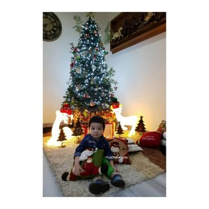 Merry Xmas and Happy New Year... GOD BLESS YOU ❤.taking photo at Ipoh @linda.w.g Home....📷 : @wendyalvinaa.#RyuOzoraHalim #merrychristmas #christmastree#clozetteID