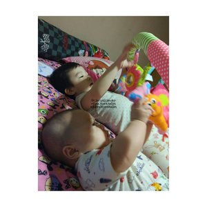 Precious Moment is totally FREE 😍😍😍 #RyuOzoraHalim and #GwenOzoraHalim are playing together 😘😍😘😍😘😍 #brothersister  #love #family #alca_parenting  #clozetteID