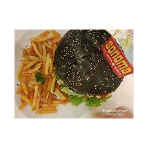 Giant Burger Anyone? #kekinian @sonomaresto . . #alca_food #foodie #goodfoodgoodlife #foodblogger #culinary #kuliner #clozetteID . Points : 4 / 5