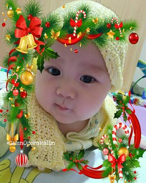 Merry Christmas from our Family to yours 🌲🎁🎄🎅❤.My Cutie Santa is here 🎅🎅🎅#GwenOzoraHalim.#merrychristmas #babysanta#santaclaus #clozetteID