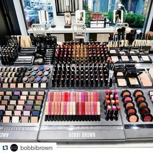 HEAVEN 😍😍😍😍😍😍😍😍 . #Repost @bobbibrown with @repostapp ・・・ Welcome to our newest store in Brussels 📷 by @madionmakeup