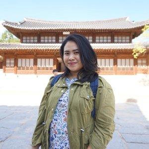 Percaya ngga, foto ini diambil menggunakan mirrorless camera #sonya5000 dan Joby Gorillapod? Kerabat saya sempat nggak percaya saya traveling sendiri karena foto-fotonya ngga mencerminkan lagi solo traveling. _ Buat yang penasaran dengan budget #solotraveling Korea, already UP on the blog! Read the story here 👉🏼 bit.ly/koreatripbudget or link on bio 🇰🇷🏯 . . . #wyntraveldiary #wheninkorea #iseoulu #seoultravel #exploreseoul #deoksugung #solotraveler #travel #leisure #vacationmode #holiday #autumvibes #clozetteid #throwbackthursday