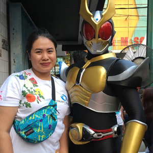 Twas my first time in experiencing a Japanese festival #ennichisai2018. My office hosted as the main sponsor and I got chances to witness how fun the festival was._I opted to strike pose with these two cosplayers. This Kamen Raider was looking gorgeous with the costume. The man behind the mask told us he had to stay slim to fit the costume. Talking about the price tag which is locally made._While I was looking around the booths, I saw this man walking with Doctor Strange costume. Oh my, his look might far from Benedict Cumberbatch but he totally nailed it! Such a badass perfectly resembled Doctor Strange. I'm #TeamMarvel by the way._I also thanked @yukikt for her ability to blend in with the crowd who patiently yet eagerly wanted to meet her in our M&G session. She's a playful girl in person ❤️...#mrshidayahpost #ennichisai2018 #japanesefestival #cosplayer #clozetteid