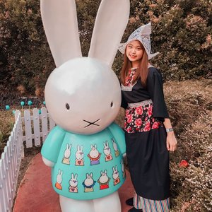 Which one is cute? Is that me or the bunny?..Nah, ofcourse it's me😂👍.#traveling #travelmalang #ootd #ootdfashion #instafeed #instalike #可愛 #可愛い女の子 #漂亮 #酷刑 #travelblogger #beautybloggers #influencerwanted #influencer #clozetteid