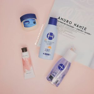My summer essentials: ♡ @vaselineid Repairing Jelly SCORE : 💖💖💖💖💖 ( Biasanya aku pakai ini sebagai lip balm. Rate all aku suka banget, bibirku jadi enggak kering dan pigmentasi lipstick yang aku gunakan juga enggak berkurang.) . 一 ♡ @nivea_id Daily Protection Sun Lotion SCORE : 💖💖💖💖 (Cocok digunakan bagi kalian yang alergi dengan chemical sunscreen. Kulitku juga enggak kasar dan kering setelah menggunakan produk ini loh!) 一 ♡ @innisfreeindonesia Hand Cream in 07 July SCORE : 💖💖💖💖 (Super moisturizing and calming. By the way aku suka banget sama bau harum dari produk ini, like a cherry blossom.) 一 ♡ @niveausa Double Effect Eye Makeup Remover SCORE : 💖💖💖💖💖 ( Makeup remover favorite ku all time. Buat kalian yang penasaran kenapa aku suka sama produk ini kalian bisa membaca honet reviewku di blogku ya!) . . #bloggerstyle #bloggers #bloggermafia #bloggers #bloggersurabaya #surabayabeautyblogger #beautybloggers #beautyblog #beauty #influencermarketing #influencerswanted #influencer #influencers #influencersurabaya #minireview #reviews #reviewer #review #skincareroutine #skincare #skincaretips #nivea #nivealipbalm #makeupremover #vaseline #vaselineliptherapy #vaselinepetroleumjelly #innisfree #korea #innisfreeindonesia #clozetteid