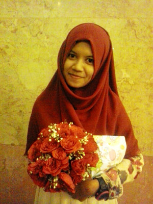 A handbouquet of red roses