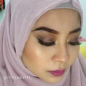 👑 NYX Eyebrow Gel in Chocolate. 👑 Sleek i Divine Au Naturel: Nougat in brow bone, Toast and Honeycomb on the crease, Regal on the lids with Conker, Noir on the outer corner, Taupe on the inner corner.👑 Just Miss Lipstick in J-3.👑 Coastal Scents 56 Eyeshadow and Blush in Shade number 2 and 3 from the left.👑 Wardah Gel Eyeliner.👑 Inez Cosmetics Eyeshadow in Venice. Use the lightest color as a highlight on my cheek.👑 NYC Sunny Bronzer for contour.👑 @lashon_id eyelashes in ALL 600.For the love of purple. 💜💜💜💜#clozette #clozetteid #makeup #motd #fotd #lotd
