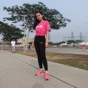 """Dalam rangka memperingati Support Breast Cancer Awareness, Sorella ID dan Love Pink Indonesia menggelar Pink Run yang diselenggarakan di Alam Sutera, Tangerang. . . . Setiap tahun persentase pengidap kanker payudara terus meningkat. Berdasarkan riset, 18.2% kematian akibat kanker di dunia ini berasal dari kanker payudara. Yas kanker payudara merupakan penyakit berbahaya yang dapat menyerang wanita dan juga pria. . .  Faktor dari penyebab cancer dipicu antara lain oleh faktor usia, genetik dan gaya hidup. Langkah terbaik adalah melakukan pencegahan kanker payudara dengan memulai gaya hidup sehat. Karena """"pencegahan adalah yang terbaik daripada mengobati"""" . . Yuk kita beri dukungan untuk penderita Breast Cancer 💗 . . #sorellaxlovepink #sorellaid #sorellainnerbeauty #indonesiagoespink2018 #clozetteid @sorellaid @lovepinkindonesia @indonesiagoespink"""