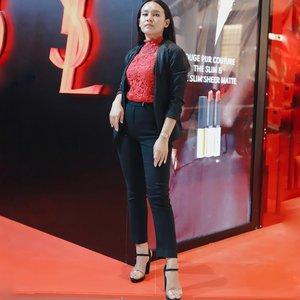 Super happy karena hari ini aku main ke Pop Up Store nya @yslbeauty tepatnya di Senayan City.  and also introducing the new Rounge Pur Couture The Slim and Sheer Matte . .  Pop Up Store ini akan berlangsung sampai 27 November. Berita bagus!!!! @yslbeauty akan boutique store pertama mereka di Indonesia tepatnya di Senayan City. huaaaa ga sabar menunggu!!! . .  #DressedInRouge #YSLBeauty #YSLBeautyID @yslbeauty @beautynesia.id