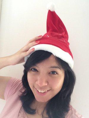 Match my #RevlonParfumerie Color with my  christmas santa hat #ClozetteID