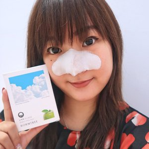 Cloud bubble nose pack ?! 😱.Akhirnya nihh ada nose pack yg gak bikin nangis karena nariknya susah 🤣It's @borntree_official Like: Cloud Bubble Nose Pack !Jd ini merupakan pore pack yang tinggal ditaruh saja ke area hidung & akan membentuk foam yang bisa melelehkan white/blackhead BUKAN ditarik seperti pore-pack yang ada di pasaran..• certified by eco-friendly LOHAS• berbahan AHA 30.000 ppm• bahannya 100% pure cotton• mengandung 10 ekstrak botanical compleks.Cara pakainya gampang bangeetttt .Cukup bersihkan wajah, tempel nose pack & diamkan 15 menit .Nose pack ini bisa dipakai tiap hari & kalian bisa mendapatkan hidung yang mulusssss & kinclong dalam waktu 30 hr !Dalam pemakaian pertama aja aku uda bisa rasain perubahannya .Whitehead di hidungku jadi jauh berkurang & hidung jadi lebih licin hahaha .Buat kalian yang mau beli , bisa bangett dapetin diskon di @hicharis ku di :http://hicharis.net/villyanarenata/ezp#CHARIS #BORNTREE #BORNTREENOSEPACK #BUBBLEPACK #NOSEPACK #CLOUDPACK #BLACKHEAD #CHARISSTORE #charisAPP #charisceleb@charis_celeb #beautybyvilly.#beautybloggerindonesia #indobeautyblogger #얼짱 #indobeautysquad #tampilcantik #ragamkecantikan #clozetteid #indobeautysquad