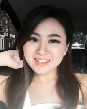 """Car #selfie of the day, was on my way to @eauthermaleaveneindonesia 's event. #clozetteid . makeup of the day #motd : #Eyebrows : @anastasiabeverlyhills pomade - Dark Brown #Eyeshadow : @sephoraidn palette and @vovmakeupid """"all day strong"""" collection  #Eyelashes : @blinkcharm #Cheekbone : @thebalmid - Cindy Lou Manizer #Contour : @benefitindonesia - Hoola #Foundation : @thebodyshopindo - Fresh nude cushion foundation in Fuji Peony 01 color #Concealer : @narsissist - Radiant cream Concealer in Vanilla color #Powder : @hourglasscosmetics - Lighting powder in Ethereal Light #Lipstick : @mybeautystoryid - chiffon matte in taupe and @vovmakeupid - silky fit lipstick in 226 color"""