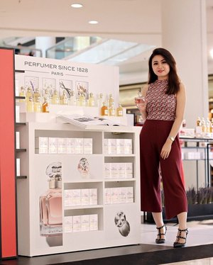 """Wearing a crop top and knit culottes from @zara for attending @guerlain event at Plaza Senayan earlier today. You can also experience and get miniature of their newest perfume """"Mon Guerlain"""" for free just by stop by and take a selfie or #ootd in front of their booth until the 16th April 2017 ! Psst... the bottle is so cuteeeeeee ( I post it on my instastory - check it out before it's gone) 💕💕#monguerlain #clozetteidxguerlain #clozetteid 