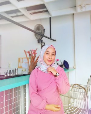 What's coming is better than what is gone~  Pake hijab super comfy dari @zayanaorganic💕  #clozetteid #hijaboftheday #hijaboutfit #hijaber #ootd #hotd #hijabtutorial #bandung #vloggerbandung #bloggerbandung #hijabadem #cafebandung #bandungbanget