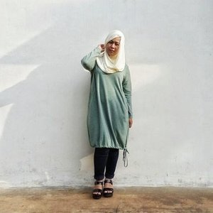 Visiting my parents-in-law today and I couldn't resist taking photos at the backside of the house 😝😝😝...Tops: @daukyfashion Bottom: soft jeans unbrandedHijab: hijab rajut from House of Fatima Shoes: jelly wedges ..#outfit #outfitoftheday #ootd #green #jeans #wedges #houseoffatima #houseoffatimahijabrajut #hijabersIndonesia #IndonesianHijabBlogger #beautyblogger #beautyblog #talkativetya #plussize #plussizefashion #bbloger #bblogID #indonesianbeautyblogger #clozetteID #hijabers #hijabootdindo #curvyfashion #curvyfashionista