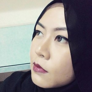 Feel bored in the office so I took a selfie. Today's MOTD is black and red. My eye makeup is very simple, I only use black eyeliner with no fake lashes nor mascara. I use Ranee moisturizing lipstick no.13 which is deep red. I also use the latest product from @thefaceshopid Oil Control water cushion in natural beige.  #TheFaceShopID #oilcontrolwatercushion #howcushionyouare #blackeyeliner #motd #makeupoftheday #raneecosmetic #talkativetya #indonesianbeautyblogger #beautybloggerindonesia #clozettedaily #clozetteID #clozette
