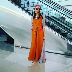 Really like this style from @happaofficial designed by Mel Ahyar. ..#latepost #terminal3 #T3FashionShow #T3CGK #fashionshow #fashion #beauty #beautybloggerselaluupdatefashion #bblogID #bbloggers #talkativetya #IndonesianHijabBlogger #indonesianbeautyblogger #clozetteID #Terminal3Ultimate