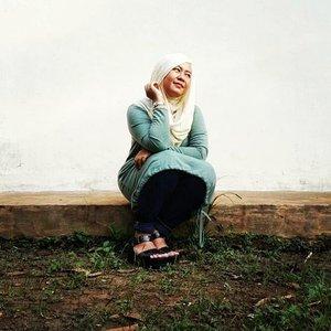 #outfit #outfitoftheday #ootd #green #jeans #wedges #houseoffatima #houseoffatimahijabrajut #hijabersIndonesia #IndonesianHijabBlogger #beautyblogger #beautyblog #talkativetya #plussize #plussizefashion #bbloger #bblogID #indonesianbeautyblogger #clozetteID #hijabers #hijabootdindo #curvyfashion #curvyfashionista