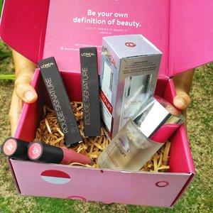 Dikirimin socobox sama @sociolla lagi nih. Isinya: 💧Loreal Revitalift Micro Essence💄Loreal Liquid Lipstick Rough Signature- Shade I Embrace- Shade I RuleSudah 4 hari nyobain produknya yang emang beneran Holygrail.Reviewnya nanti di blog aja yes, karena akan panjang. Hahaha.#socoboxxloreal #socobox #clozetteid