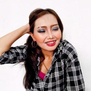 Makeup Buka Bersama sambil Band-band-an, sambil ceng-cengin Kakak Kelas, abis itu susah pulang nunggu tawuran.Makeup dets-nya nanti yah abis tarawih. Aku mau nyepakke buko dulu.#clozetteid #beautiesquad #makeupbukber #bloggerperempuan