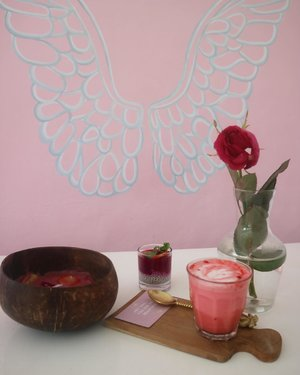 My pink & beautiful breakfast today at @dreamcoffeebali 🌸💕........All you can eat breakfast (including one coffee) : IDR 75 K⭐️⭐️⭐️......——————————————-#dreamcoffeebali #canggucafe #baliblogger #blogger #canggulife #canggubreakfast #clozetteid #bali