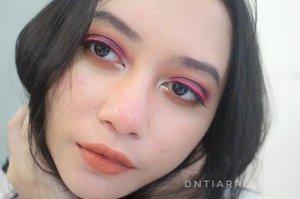I like pink too💜  Eyeshadow using @juviasplace  Pink eyeliner using @makeoverid Intense matte lip cream in Vanity Lips are @brunbrun_paris lip cheek eye color in dazzled  #heytarrablog #eotd #juviasplace #indobeautygram #ivgbeauty #clozetteid