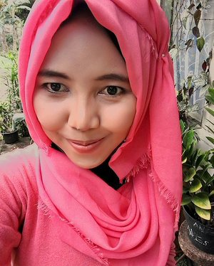 siang2 makeup'an😄  #ClozetteId #makeup #tutorialmakeup #hijab #hijabfashion #hijaber #hijabers #hijabindo #hijabinsta #hijabinspired #hijaberscommunity #hijabtraveller #hijabtrend #hijabku #hijabstyle  #beautybloggerindo #indonesianbeautyblogger #indonesianfemalebloggers #bloggerperempuan #skincare #beauty #tutorial #tutorialhijab