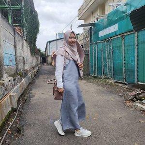 Foto tak sengaja untuk dipost👌  Sekarang mah gitu aja hahahahaha  #clozetteid #ootdhijab #hijabstyle #hijabootd