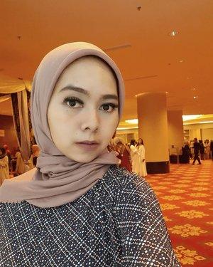 Jangan di swipe ⬅ gaesss, cukup di tap 2x aja 👻...#selfie #sekali2gapapa #jumatberkah #happyfriday #hijaboftheday #hotd #Heavenlights #clozetteid