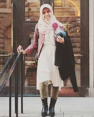 """If people are doubting how far you can go, go so far that you can't hear them anymore."" – Michele Ruiz#oldpost #throwbackthursday #sverigesriskdag #ootd #hijaboftheday #clozetteid #workingmomlife #workingmomstory"
