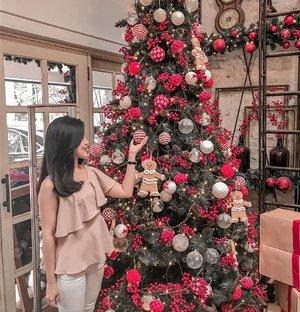 ✨ Merry Christmas 🎄 . . . . . . . . . . . #clozetteid #clozetteco #clozettedaily #christmas #christmasvibes #joyful #grateful #blessed #merryxmas #likeforlikes #likeforfollow #instagood #instamoment #christmastree #snow #ootd #ootdindonesia #potd #potdindo #lookbook #outfitoftheday #onniecafeflorist