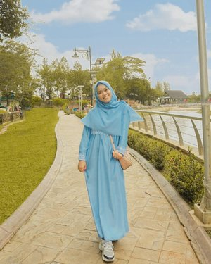 🎶Let me photograph you in this lightIn case it is the last timeThat we might be exactly like we wereBefore we realizedWe were sad of getting oldIt made us restlessIt was just like a movieIt was just like a song🎶...#35mm #sonya5000 #clozetteid #hijabootd #hijabootindo #mudaberhijab #modelhijaber #ootd #outfitoftheday
