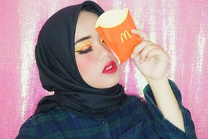 Udah pada sarapan kan?? HeheAku secinta itu sama McD❤️...Ps; Effort beb bikin huruf M dikelopak mata yg cuma seuprit😂😂. Details :💟 Eyeshadow + Blush + Countour + Highlighter : @beautyglazed .💟 Lipstick : @maccosmetics .💟 Foundtion + powder : @maxfactorindonesia.💟 Eyebrow : @iomibeauty.💟 Eyeliner : @chicaychico_official.#makeupbynfb #makeup #mcdonalds #makeuptutorial #makeupisart #art #100daysofmakeup #ClozetteID #BeautyBloggerIndonesia #cchannelid #cchannelbeautyid #maxfactor #chicaychico #maccosmetics #beautyglazed