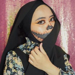 Ini juga gak rapih 😭😭 sulit sekali gaeesss.. Tapi tetep ku upload, karna efort makeupnya 😂😂 Inspired by @camilamila._ ...#makeupbynfb @makeupbynfb #100daysofmakeup @100daysofmakeup #BeautyBloggerIndonesia @beautybloggerindonesia #indobeautysquad @indobeautysquad #indobeautygram @indobeautygram #clozetteid @clozetteid #makeupisart #art #painting #facepaint #artmakeup