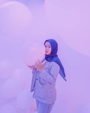 I'm looking for something . . . . . . . #35mm #sonya5000 #clozetteid #hijabootd #hijabootindo #mudaberhijab #modelhijaber #ootd #outfitoftheday