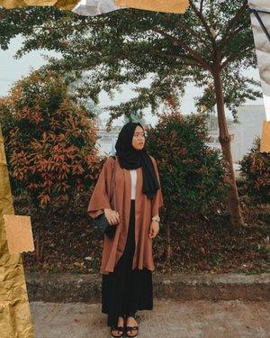 Siapa yg masih sempet malem takbir cari baju buat besok lebaran?Atau sama kayak aku dirumah ajah, nikmatin opor ayam dan rendang🤭🤭...#nrlfjrbrrhOOTD #HijabOOTD #hijabootdindo #modelhijaber #mudaberhijab #dailyhijabootd #malamtakbir #lebaran #clozetteid #style #fashion #hijabfashion #khfijkt